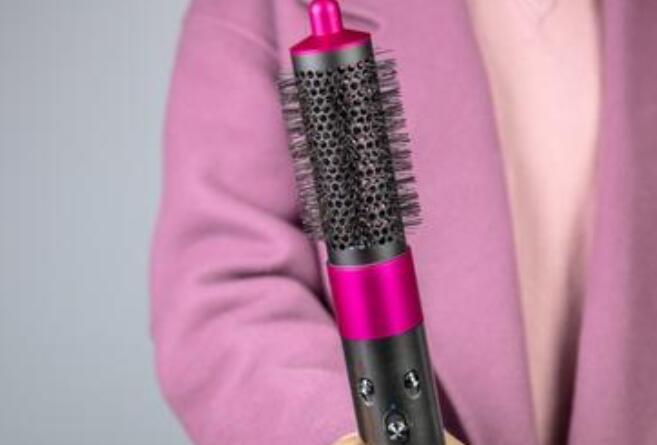 戴森美发器的圆筒梳