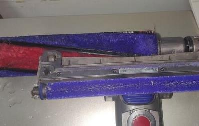 戴森吸尘器刷头怎么拆洗第九步